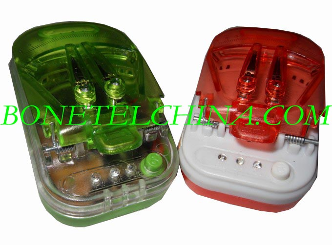 Universal charger with 3 lights and button UC-006